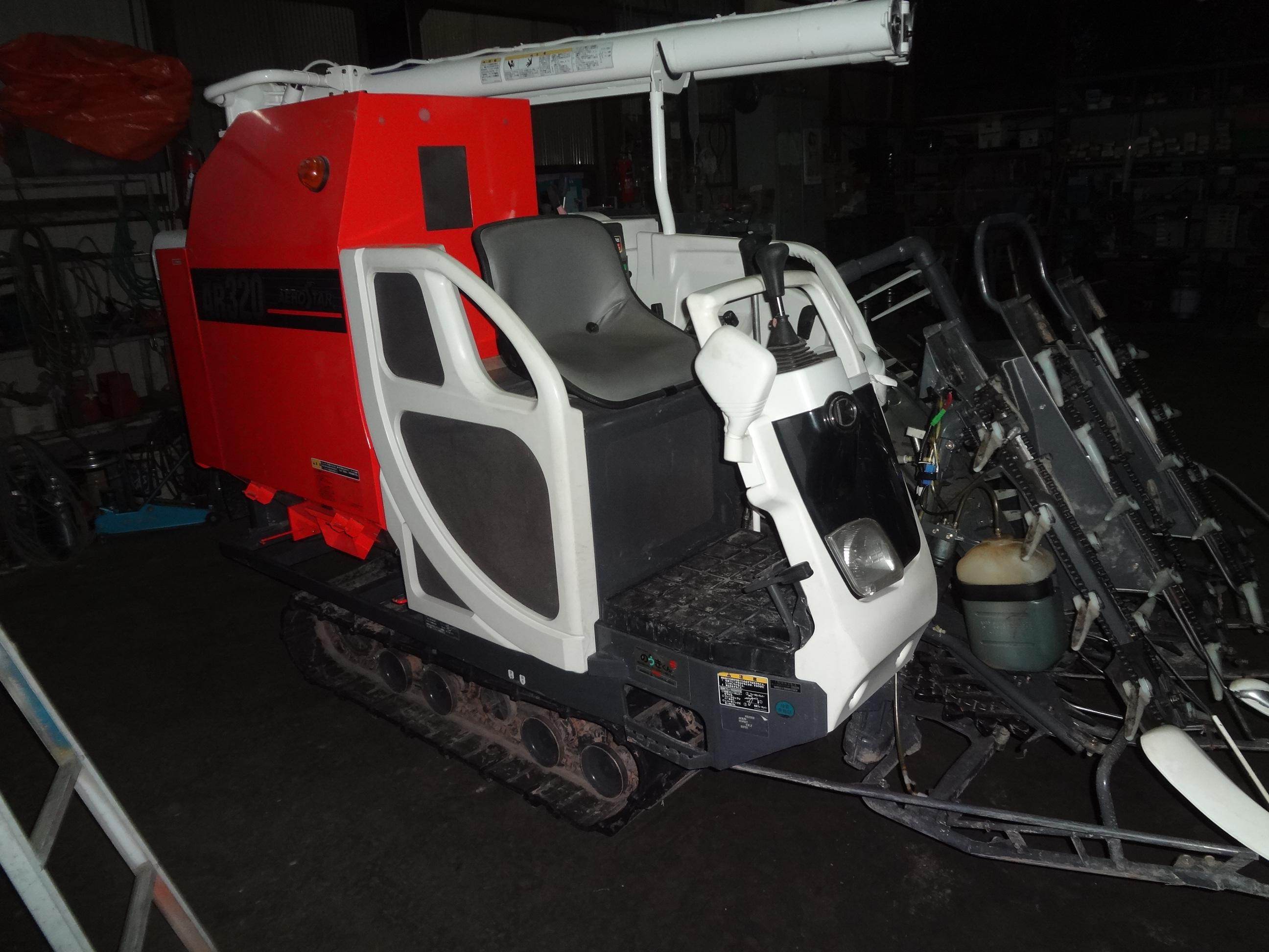 中古コンバイン クボタ AR320GDXMW2 3条刈20馬力 水平付