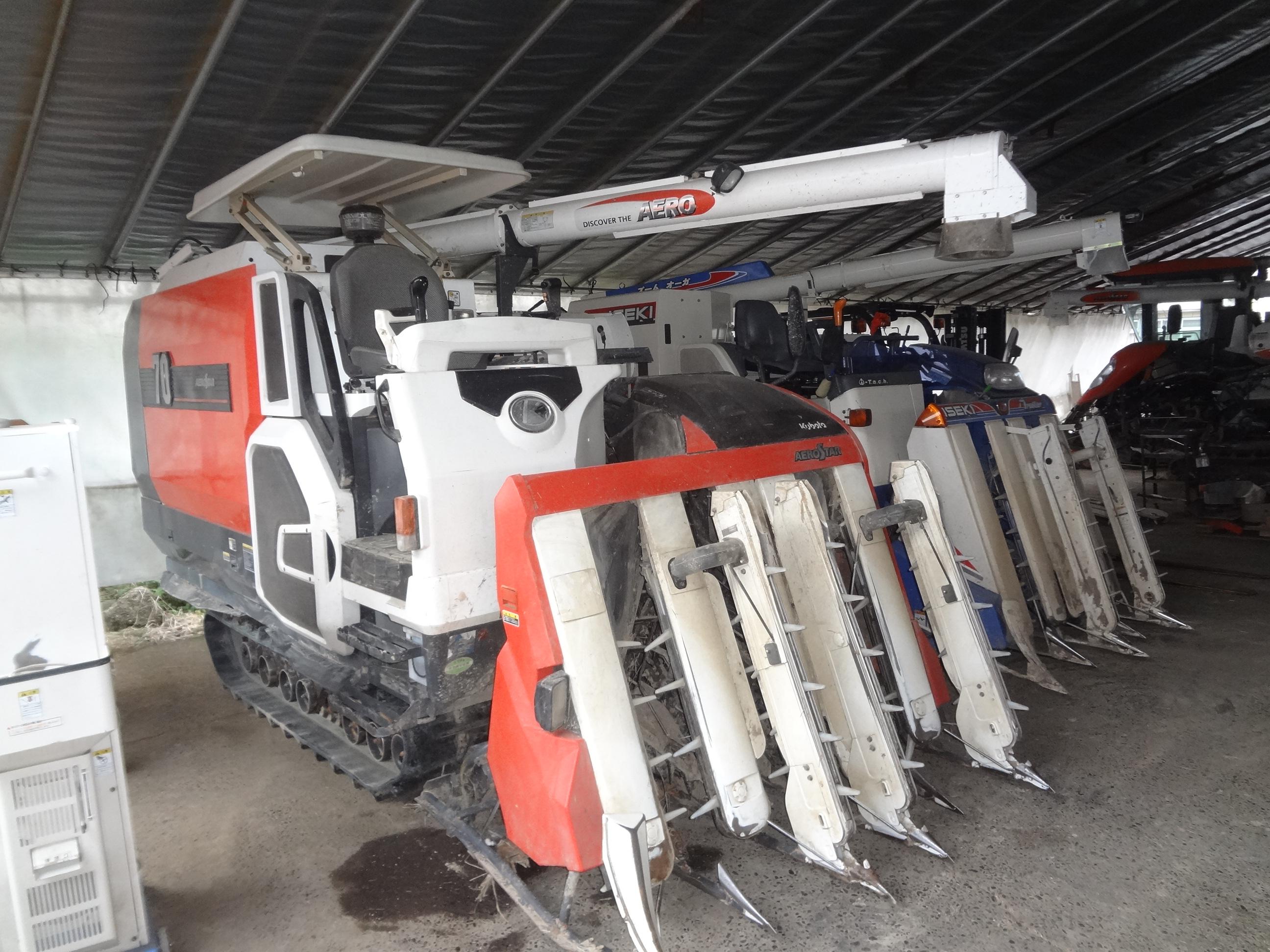 中古コンバイン クボタ AR70GHDMT 5条刈70馬力 水平付 サンバイザー付